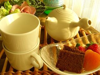 イチゴの赤・お茶の黄緑・急須の白♪