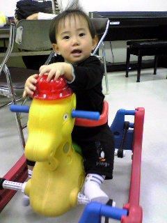 児童館にあった木馬(?):2