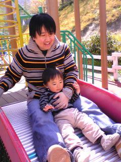 パパとローラー滑り台