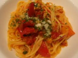 地鶏と赤甘長とうがらしのトマトソーススパゲッティ
