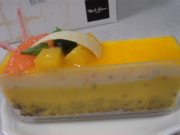 マンゴーとチョコのケーキ