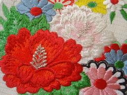 帯刺繍アップ