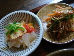 高野豆腐と玉ねぎのトマト煮・切り干し大根のはりはり漬け