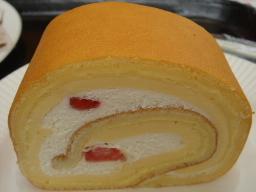 ベトナム風練乳プリンのロールケーキ