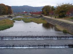 京都の山を望む