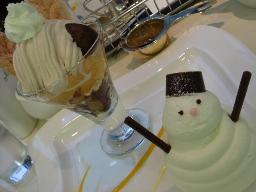 マールブランシュのミニパフェとケーキ