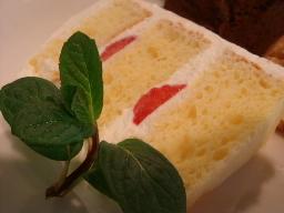 イチゴのシフォンケーキ
