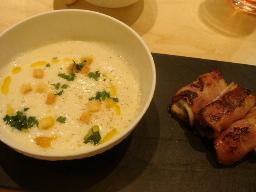 カリフラワーのポタージュ、牡蠣のベーコン巻き