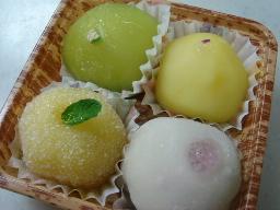 松竹堂フルーツ餅(イチゴ・メロン・パイン・八朔?)