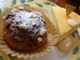 NYチーズケーキ・シュークリーム(MONICA)