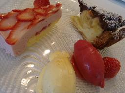 バナナチョコタルト&苺のムースチーズケーキ ヴァニラアイス&フランボワーズソルベ添え