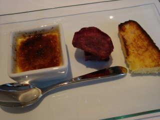 フォアグラのブリュレ、紅芋のケーク、ベーコンと玉ねぎのクグロフ