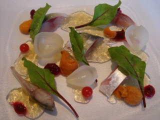 鯖とウニのマリネ、ビーツのソース