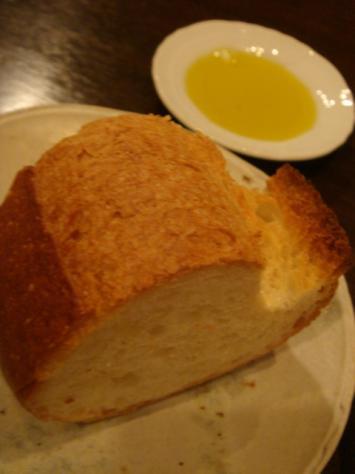 パンはオリーブオイルで