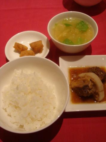 ご飯、スープ、副菜
