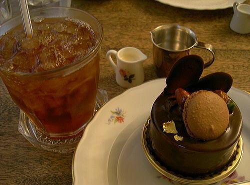 チョコレートケーキ&アイスミルクティー