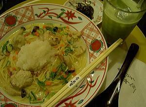 地鶏つくねと海老芋と聖護院蕪おろしの白味噌スープ