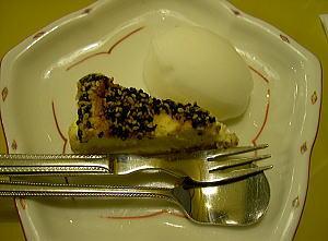 胡麻のチーズケーキ柚子シャーベット添え