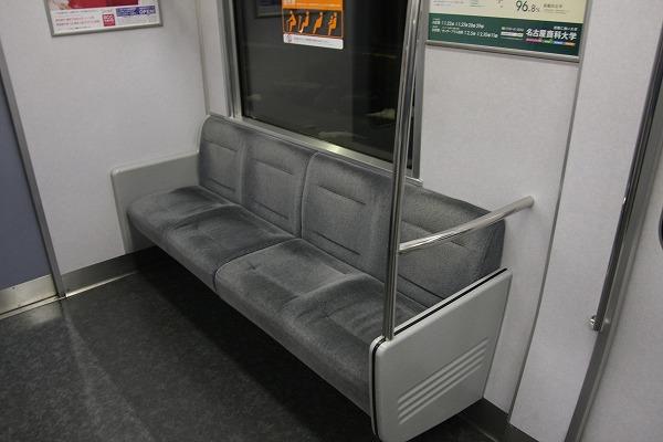313の灰色シートは初です~。運転席と同じシートですね