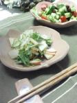 至ってシンプル。水菜とリンゴのサラダ。