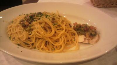 スパゲッティボロニェーゼと鶏のソテー菜園風