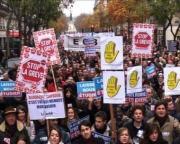 1755112122-des-milliers-de-manifestants-paris-contre-le-blocage-des-transports.jpg