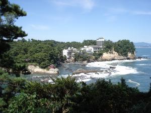 五浦海岸の渚と波音