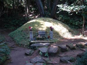 岡倉天心の墓地