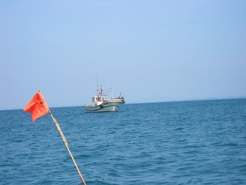 サザエ漁の船
