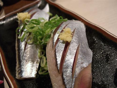 旬の秋刀魚を生で。