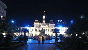 市庁舎ライトアップ