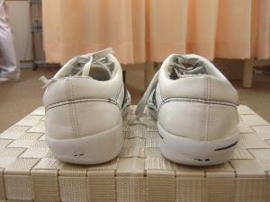 DSIS足底板療法 靴の減り方をチェックします
