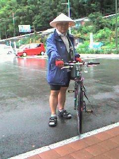 雨に役立つ「遍路傘」