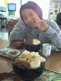 昼食 かに・いくら・うに・ホタテ・鮭の五色丼