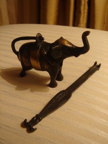 真鍮の象の錠前