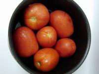 湯煎にかけたトマト