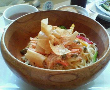 ズワイガニと野菜の冷製パスタ