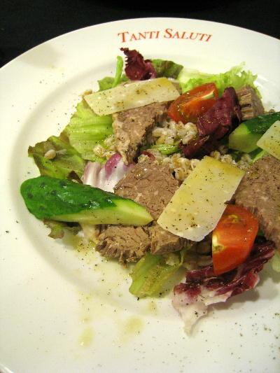 茹で肉と大麦のサラダ@タンティサルティ
