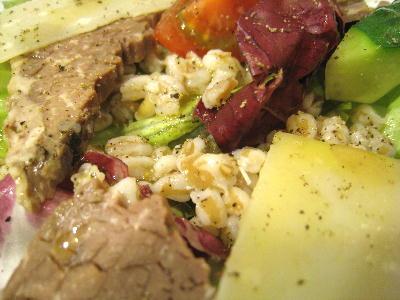 茹で肉と大麦のサラダのムギ@タンティサルティ