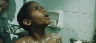 シャワーを見てビックリするシュロモ