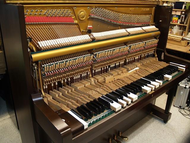ピアノ鍵盤交換中