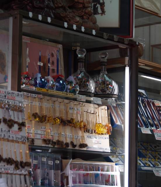 ビードロと鼈甲のお土産品店