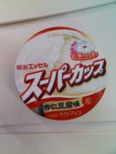 スーパーカップ 杏仁豆腐味(明治)