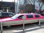 ピンクのリムジン