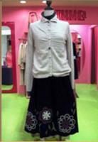 ホコモモラ花柄刺繍スカート黒