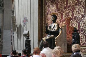 サン・ピエトロのブロンズ像