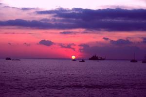 ハワイ島の海に沈む