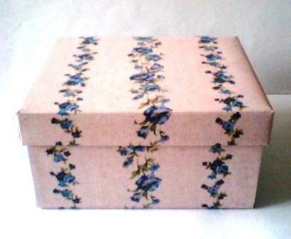 リネンプリントの紙箱