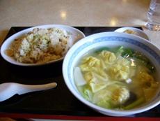 ランチA(チャーハン+ワンタンスープ)850円