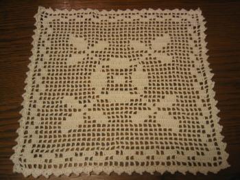 方眼編みの四角いドイリー